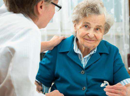 家里老人的助听器很少戴,放在那里要不要保养什么的?